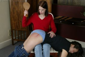 Real Spankings - Kailee Spanks Cindy - image 4