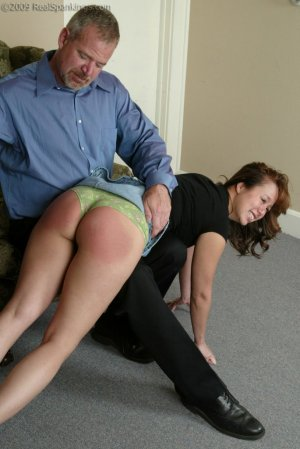 Real Spankings - A Spanking Before Dinner - image 2