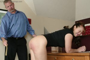 Real Spankings - Cindy Forgets An Important Phone Call - image 8