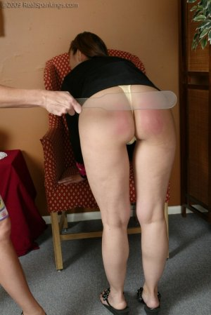 Real Spankings - Cindy And The Lexan Paddle - image 6