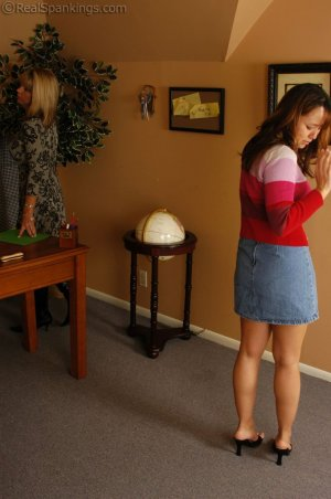 Real Spankings - Cindy Is Caught Not Working - image 8