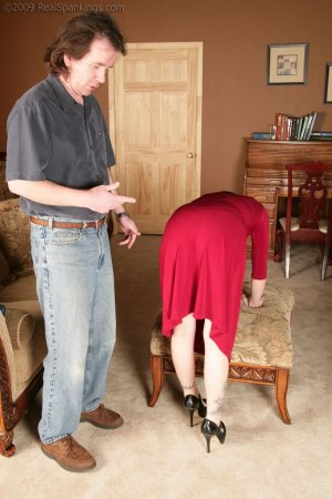 Real Spankings - Chloe: Late For First Date - image 1
