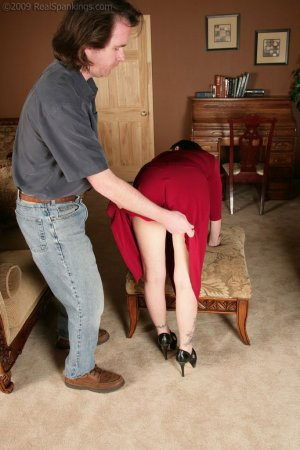 Real Spankings - Chloe: Late For First Date - image 2