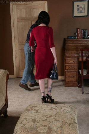 Real Spankings - Chloe: Late For First Date - image 7