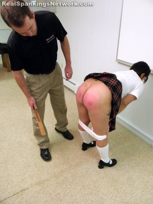 Real Spankings Institute - Zoe Caught Alseep And Surfing The Web (part 2 Of 2) - image 18
