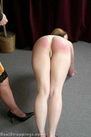 Real Strappings - Claire's Lunge Strapping - image 5