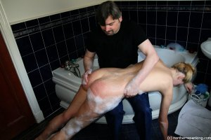 Northern Spanking - Amelia Jane! Get Out That Bath! - image 9