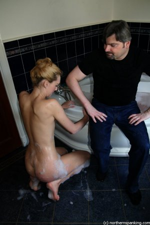 Northern Spanking - Amelia Jane! Get Out That Bath! - image 6