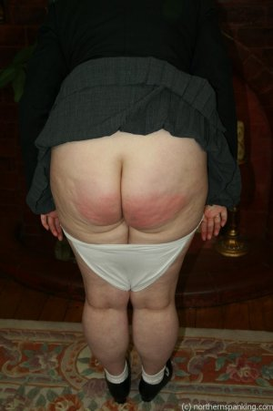 Northern Spanking - Bottom Of The Class - image 1
