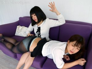 Hand Spanking - Spanking Beautiful Woman - image 4