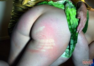 Spanking Veronica Works - Makeup Artist Spanking Part 1 - image 7